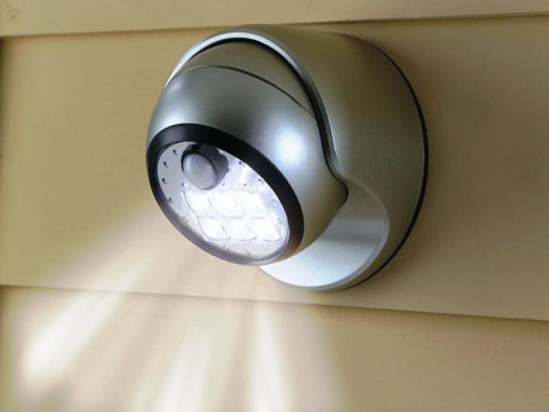 Светодиодный уличный фонарь с датчиком света