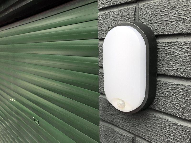 Уличный светодиодный светильник с датчиком движения