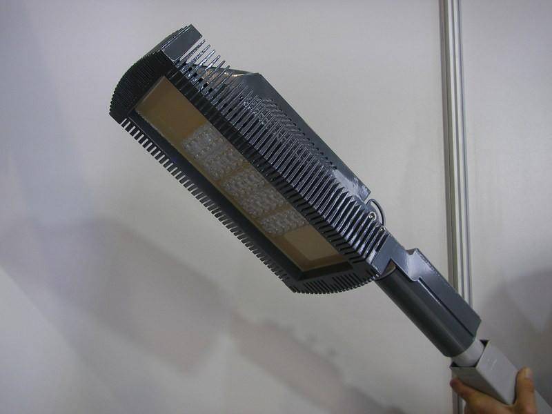 Светодиодные уличные фонари на столбы