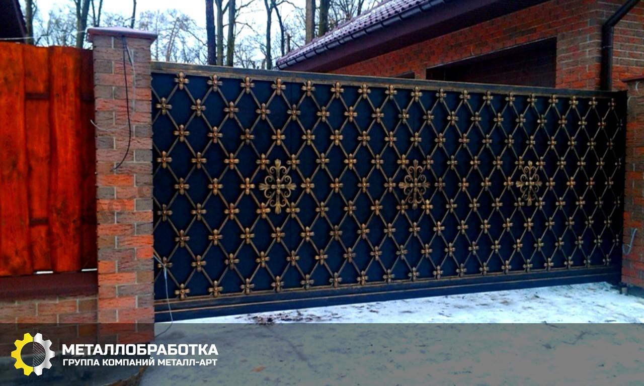 Откатные ворота с ковкой