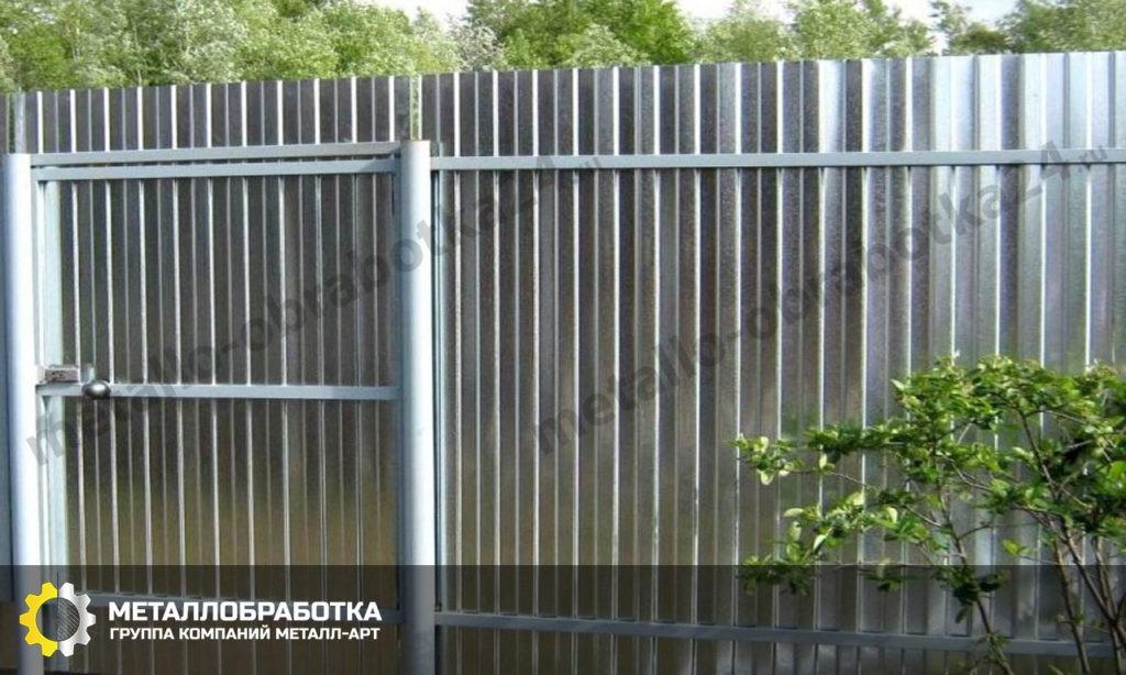 Забор из оцинкованного листа