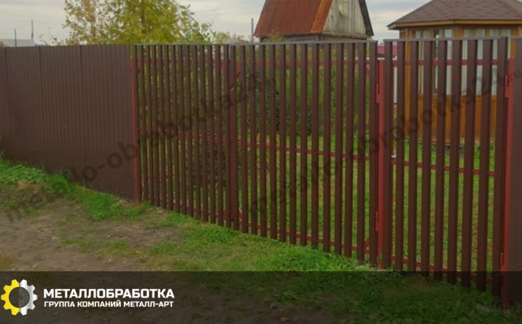 Забор комбинированный из профнастила и штакетника