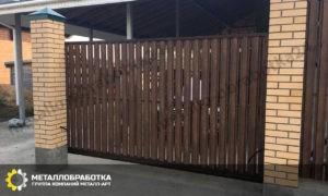 Заборы для частного дома с кирпичными столбами